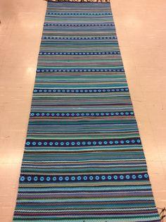 "Matto nro Merja I:n ""Merenneidon suudelma"" etukäteishinta 188 EUR Loom Weaving, Hand Weaving, Fabric Rug, Recycled Fabric, Woven Rug, Scandinavian Style, Rag Rugs, Beach Mat, Pattern Design"