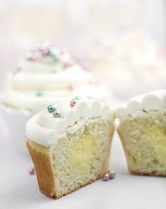Sprinkle Bakes: Sparkling Champagne Cupcakes. Made 14 cupcakes with standard ice cream scoop. Extra filling. Plenty of icing.