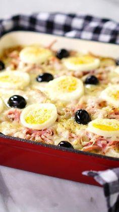 Essa receita de batata à portuguesa gratinada serve como acompanhamento ou entrada de qualquer refeição.