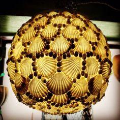 Lampada fatta a mano da Salamastra con conchiglie bianche  ---   Hand made globe lamp by Salamastra made with white sea shells.