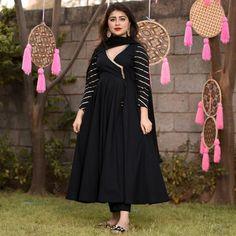 Kurta with Palazzo and Dupatta Set Simple Pakistani Dresses, Pakistani Dress Design, Indian Dresses, Stylish Dresses, Fashion Dresses, Dresses For Work, Casual Dresses, Frock Fashion, Girls Dresses
