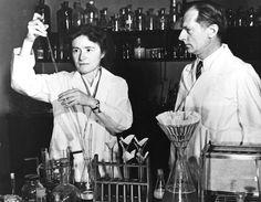 """""""Gerty Cori: la reina de la glucosa"""". Gerty Cori tiene muchas cosas en común con el resto de científicas que estamos dando a conocer en esta publicación: una pasión irrefrenable por la ciencia, un dedicación exhaustiva a la investigación para mejorar la calidad de vida del ser humano, una capacidad de lucha sin límite contra las adversidades y un Premio Nobel. Por MA Blanco http://irispress.es/mqciencia/2011/09/23/gerty-cori-la-reina-de-la-glucosa/ #ciencia #mujer"""
