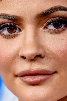 kylie jenner Close-Up - Celebrity Nude Leaked! Celebrity Faces, Celebrity Makeup, Close Up Faces, Red Carpet Makeup, Kylie Jenner Makeup, Fresh Makeup, Without Makeup, Makeup Inspo, Insta Makeup