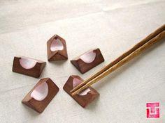 さくらの箸置き Chopstick Holder, Chopstick Rest, Wood Crafts, Diy And Crafts, Japanese Chopsticks, Straw Crafts, Kitchenware, Tableware, Wooden Kitchen
