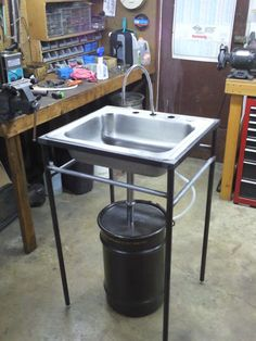 http://www.garagejournal.com/forum/showthread.php?p=1882714 A simple parts washer.