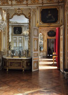 """LES LIAISONS DE MARIE ANTOINETTE:  The new bedchamber, or bedchamber of Louis XV and Louis XVI, 1738  References; Mejroxy; """"VERSAILLES""""  Valérie Bajou"""