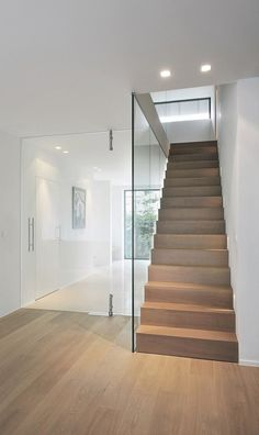 How to choose and buy a new and modern staircase – Modern Home Interior Stairs, Home Interior Design, Interior Architecture, Style At Home, Modern Stairs, Staircase Design, Staircase Ideas, Hallway Ideas, Staircase Makeover