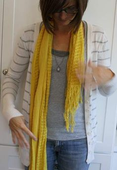 the only one that finally could help me ! Thank you for helping finally get it:) Ways To Tie Scarves, Ways To Wear A Scarf, How To Wear Scarves, Fall Outfits, Fashion Outfits, Fashion Trends, Scarf Knots, Diy Clothing, Square Scarf