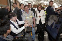Presidente Juan Manuel Santos Calderón después de utilizar el simulador