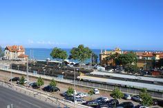 Cascais, estação dos caminhos de ferro,quando os caminhos de ferro chegaram a Portugal, o primeiro a ser construído foi entre Cascais e Pedrouços.
