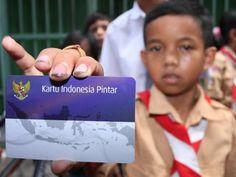 Covesia.com - Kementerian Pendidikan dan Kebudayaan (Kemdikbud) telah menyalurkan 17,067,951 atau 95,2 persen Kartu Indonesia Pintar (KIP) ke rumah tangga...
