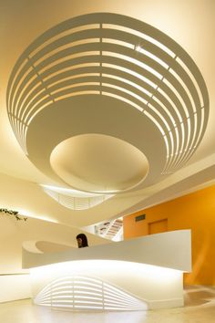 The Edgecliff Medical Centre for Autistic Children in Sydney, Australia received a soft, modern makeover courtesy of Enter Architecture. Commercial Design, Commercial Interiors, Beautiful Architecture, Art And Architecture, Healthcare Architecture, Installation Architecture, Design Comercial, Espace Design, Reception Design