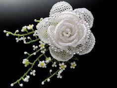 白薔薇とかすみ草のビーズコサージュ