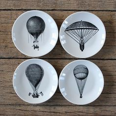 Lovely balloon illustrations on plates, fantastic vintage look. Balloon Illustration, Black And White Illustration, Pottery Painting, Fine Porcelain, Hot Air Balloon, Fine China, Plates On Wall, Innovation Design, Trinket Boxes