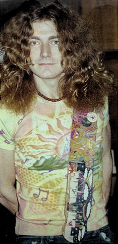 Robert Plant - Led Zeppelin 1975 - Riot House in Los Angeles Led Zeppelin Ii, Robert Plant Led Zeppelin, Breaking Benjamin, Papa Roach, Garth Brooks, Great Bands, Cool Bands, Page And Plant, Elevator Music