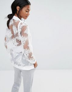 Missguided | Cazadora bomber de malla bordada exclusiva de Missguided