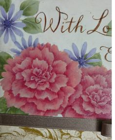 ペイントクラフトデザインズvol.11が届きました。今回は私はカーネーションのお花を担当しました私世代から母の日のプレゼント。。。という目線でデザインしたので大人っぽい仕上がりです。こちらは小物入れのデザインプラークの方は気軽に描けるように
