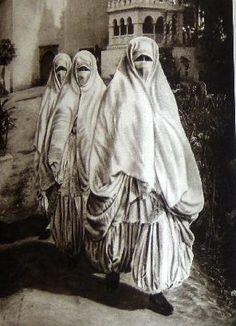 Women, Morocco by Lehnert and Landrock, 1924