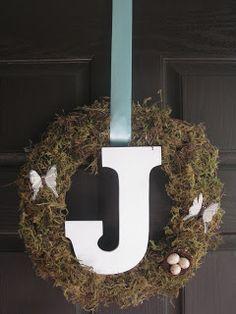 Easy DIY Monogram Wreath tutorial || Love the moss!
