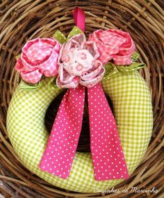 Guirlanda de rosa de tecido pequena