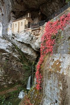 "Oviedo - Spain ""if you drink from the 7 wells here you get married within the year"" Oh The Places You'll Go, Places To Visit, Wonderful Places, Beautiful Places, Oviedo Spain, Camping San Sebastian, Asturias Spain, Paraiso Natural, Spain And Portugal"
