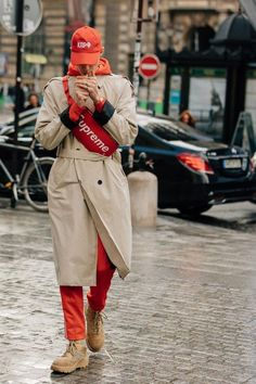 The Best Street Style from Paris Fashion Week As the fashion marathon enters week two here are our favorite looks from Paris from extra-chunky sneakers to extremely touchable topcoats Fashion Week, Paris Fashion, Fashion Trends, Fashion Guide, Fashion Advice, Ootd Men, Moda Sneakers, Shoes Sneakers, Moda Paris