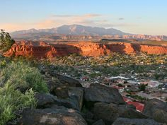 ★★ Utah's a pretty state. One of the places I've been there is Saint George. The low starrage is because the religious aspect of Utah is too creepy to make it a comfortable place to visit.