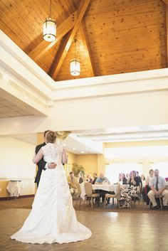 Shifting Sands at Dam Neck wedding photography | Bride & groom first dance