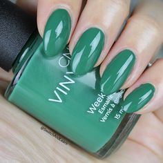 It's easy being green with Palm Deco from the CND Rhythm and Heat Collection! (See collection swatches on SwatchAndLearn.com.) #cnd #palmdeco #cndrhythmandheat #manicure
