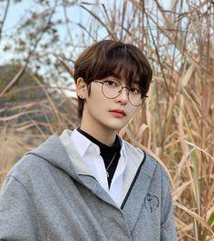 Me gusta, 34 comentarios - ulzzang fan account Korean Boys Hot, Korean Boys Ulzzang, Ulzzang Boy, Korean Men, Cute Asian Guys, Asian Boys, Asian Men, Cute Guys, Korean Boy Hairstyle