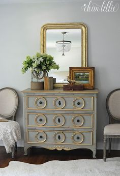 Good color combination gray with gold. Would be great for my living room.