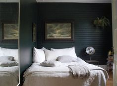Cozy bedroom // dark walls // large mirror // neutral bedding // home decor Bedroom Decor Dark, Cozy Bedroom, Trendy Bedroom, White Bedroom, Bedroom Colors, Bedroom Eyes, Budget Bedroom, Double Bedroom, Bedroom Carpet