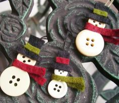 button snowmen - these would make cute gift tags or ornaments to wear