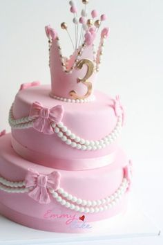 Pink princess cake I wouldn't do pink since I don't like pink, but I would do this in purple