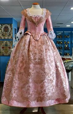 Fallera delantero Traditional Fashion, Traditional Outfits, 1700s Dresses, Victorian Fashion, Vintage Fashion, Vintage Dresses, Vintage Outfits, Medieval Dress, Dress Suits