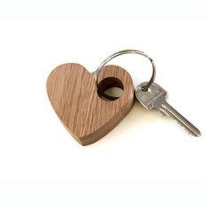 Porte-clés en bois ,simple et romantique réalisé à la main avec amour à partir de chêne solide et durable.