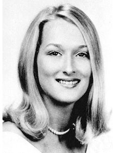 suicideblonde: Meryl Streep during her senior year of high school in 1967 OMG! She looks exactly the same! Is Meryl Streep a vampire? Or was Death Becomes Her actually a documentary about her life? Grace Gummer, Celebrity Yearbook Photos, Yearbook Pictures, Nova Jersey, Homecoming Queen, Cinema Tv, Best Actress, Classic Beauty, Hollywood Stars