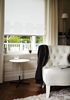 Qué necesario es tener un rincón individual al interior de nuestra casa.   En la imagen Cortinas Roller Luxaflex® HunterDouglas.