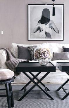 Årets kulör Ultra violett i hemmet och i Feng Shuin Living Room Inspiration, Interior Design Inspiration, Modern Interior, Interior And Exterior, Home And Deco, Beautiful Interiors, Decoration, Home And Living, Feng Shui