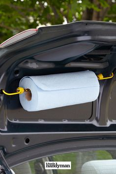 19 Bungee Cord Hacks to Get Hooked On Handy Towel Holder Suv Camping, Camping Hacks, Camping Outdoors, Trash Can For Car, Car Trash, Camper Diy, Car Camper, Accessoires Camping Car, Astuces Camping-car