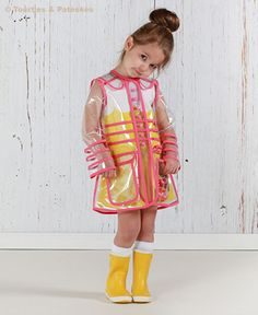 Girls Junior Kids Fashion Style ~ Absolutely amazing clear vinyl raincoat in the latest issue of Stylo Magazine Toddler Fashion, Kids Fashion, Girls Trench Coat, Vinyl Raincoat, Little Fashionista, Raincoats For Women, Kids Coats, Young Fashion, Black Kids