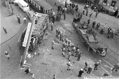 Tramway accident in 1960 in 1190 Vienna. A VW Transporter (Ambulance) is also shown in the vintage picture. Volkswagen Transporter, Vw, Vienna Austria, Vintage Pictures, Time Travel, Old Photos, Old Things, Street View, Train