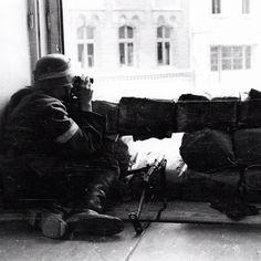Early August 1944, Warsaw. Sentry at Marszałkowska Street. Polish soldier is armed with STEN 9mm submachine gun.  Source: Wikimedia Commons. Photo by Eugeniusz Lokajski