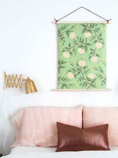 DIY paper wall hanging with wood dowel. let's do this with that wrapping paper Simple Wall Art, Diy Wall Art, Wall Decor, Easy Wall, Decor Room, Support Photo, Paper Wall Hanging, Wall Hangings, Diy Casa