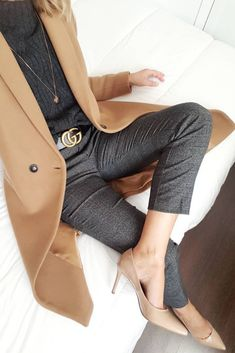Mode manteau 2019 You are in the right place about Women's Jeans outfits Here we offer you the most beautiful pictures ab Fashion Mode, Office Fashion, Work Fashion, Womens Fashion, Fashion Trends, Fashion Hacks, Fashion 2018, Petite Fashion, Fashion Online