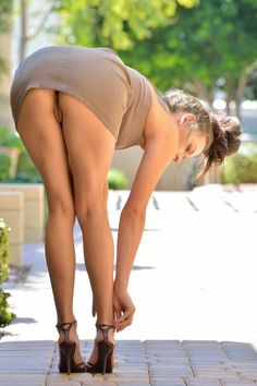 Madi FTV Girls - Stunning girl, love how she opens herself wide in clip 3 and shows the result of her masturbation. Still hard! Stunning Girls, Beautiful Legs, Beautiful Shoes, Sexy Posen, Nude Heels, Brown Dress, Slip, Picnic, Short Dresses