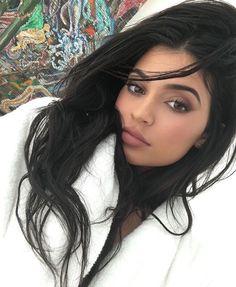 Pinterest: IVoRYBlaCkk ✔ https://kr.pinterest.com/IVoRYBlaCkk/ Kylie Jenner