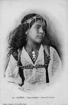 Africa | Types indigènes - Jeune Fille Kabyle.  Algerie.  Post stamped 1911 || Vintage postcard; collection Régence E.L. édit. Alger (Leroux)