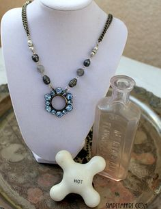 ❥ Vintage Blue Rhinestone and Pearl Necklace~