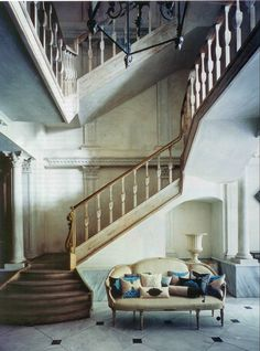 A gorgeous staircase perfect for a grand entrance. #lvharkness  #homedesign